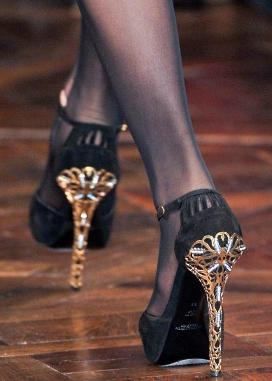 Men wore high heels…first! A strange